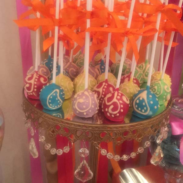 Mehndi Cake Table : Cake pops candy buffets l sweetie tables dessert