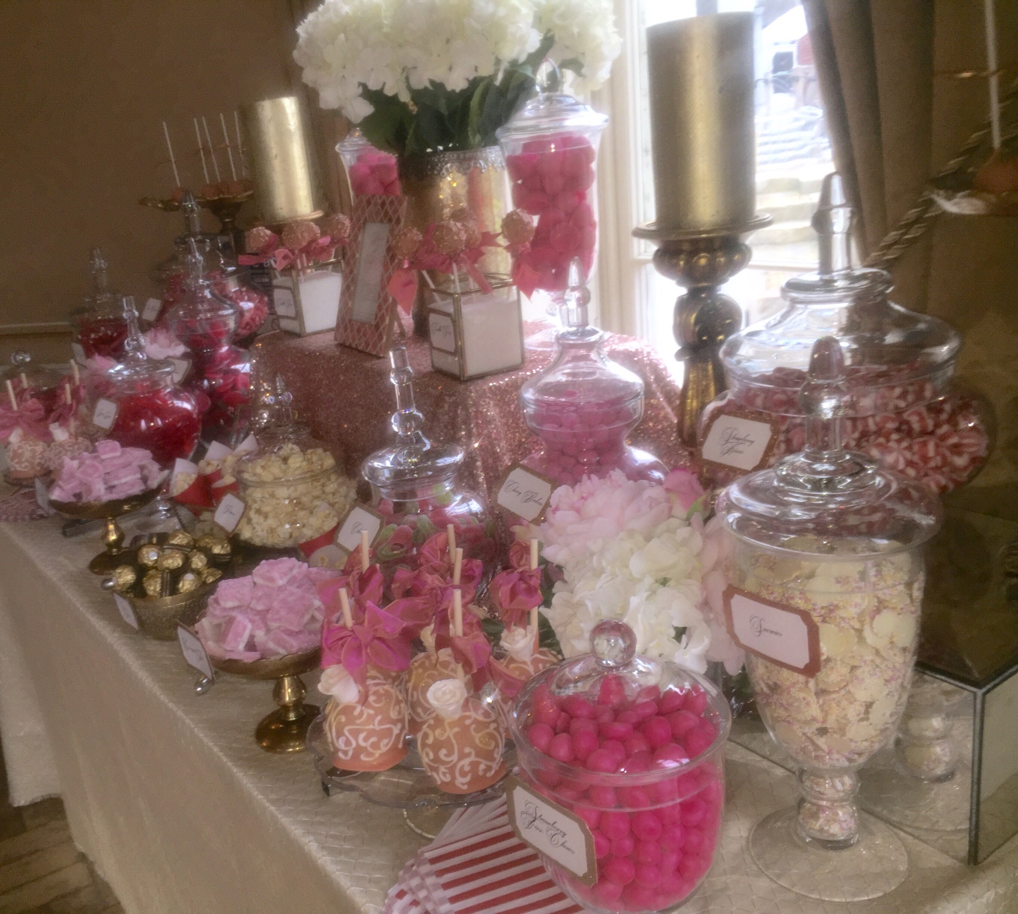 Wedding dessert table in gold and corals candy buffets l - Tables roulantes dessertes ...